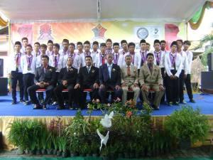 Wisudawan/ti SMK SIANG Surabaya Jurusan TKR-2 tahun 2013